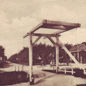 Houten brug te Haulerwijk