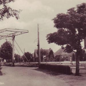 Ijzeren brug op de Kruisweg te Waskemeer