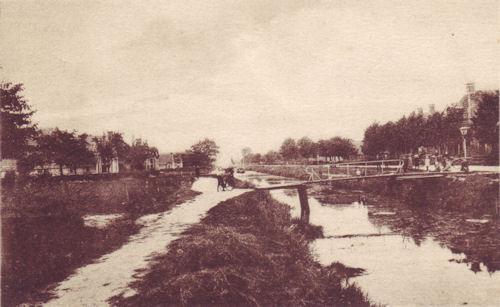 De ijzeren brug was draaibaar in verband de scheepvaart.